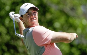 Jordan Spieth still leads as Rory McIlroy struggles