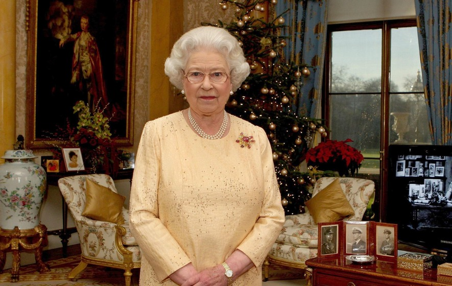 The Queen is looking for someone to keep her palaces spick and span