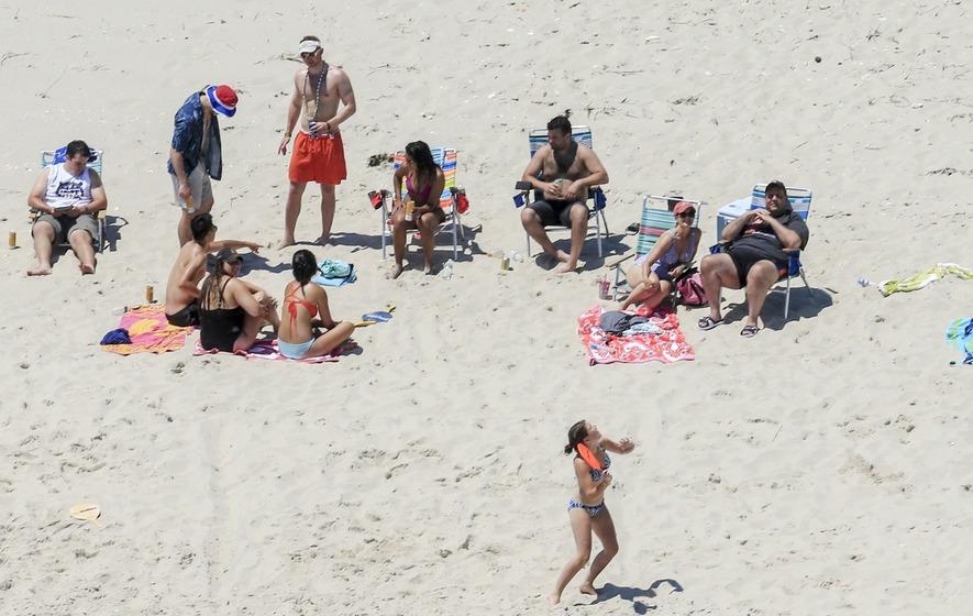 Chris Christie's beach photo gets the meme treatment it deserves