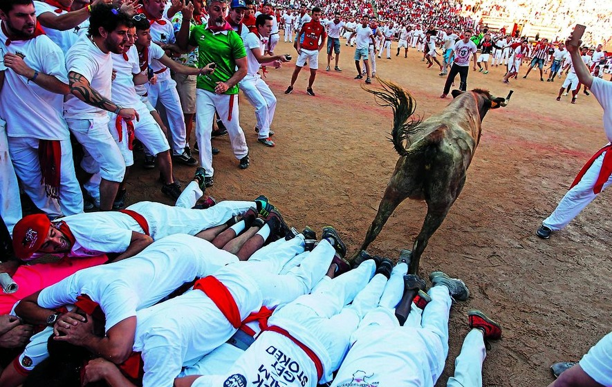 Six injured on sixth day of bull running in Pamplona