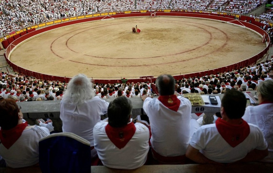 13 runners injured in final Pamplona bull run