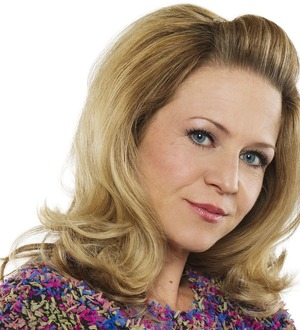 EastEnder Linda Carter to return to the soap next month