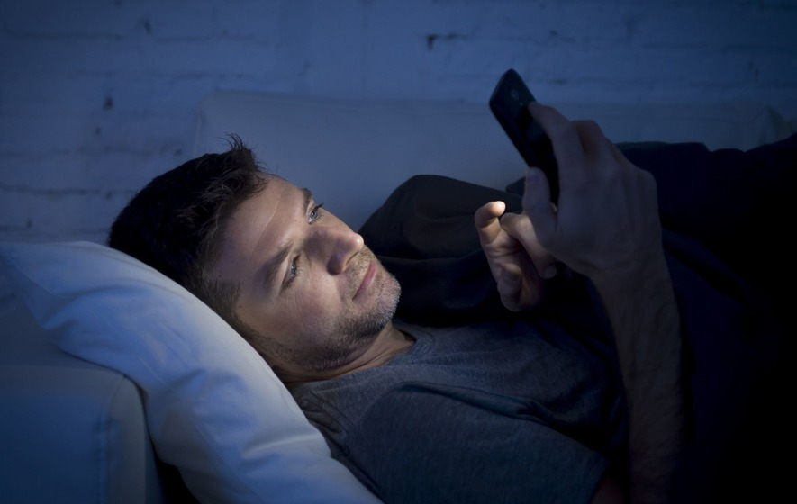 This is what happens to your brain when you use your smartphone at bedtime