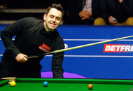 Video: Woman evades snooker security during Ronnie O'Sullivan game. The Rocket hands her his cue to pot the black. Did she?