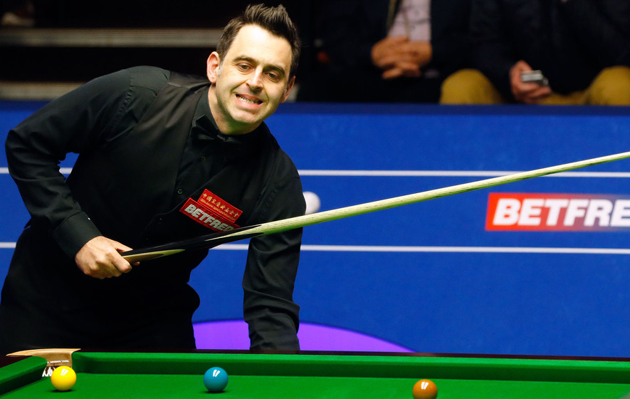 Video: Woman evades snooker security during Ronnie O'Sullivan game. The Rocket hands her his cue to pot the black