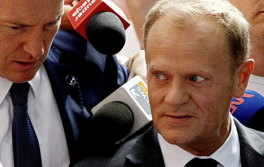 Polish investigators quiz Donald Tusk as a witness into plane crash that killed president Lech Kaczynski