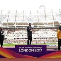 100 metres world championJustin Gatlin jeered as he receives gold medal