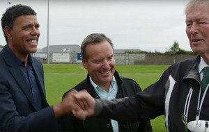 Video: Jeff Stelling and Kris Kamara meet Mícheál Ó Muircheartaigh in attempt to understand GAA