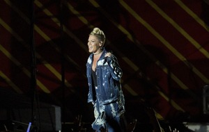 V Festival crowd slam organisers after Pink is drowned out by other stages
