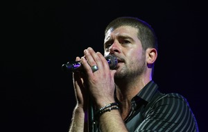 Robin Thicke shares family photo after pregnancy news