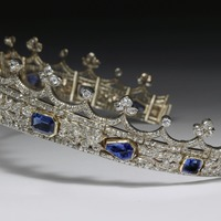 Queen Victoria's coronet is gifted to the Victoria And Albert Museum