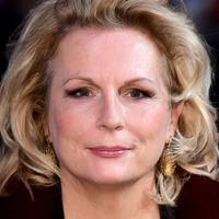 Jennifer Saunders to make West End return in Lady Windermere's Fan