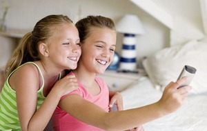Ask the Expert: Are selfies causing a rise in head-lice cases among children?