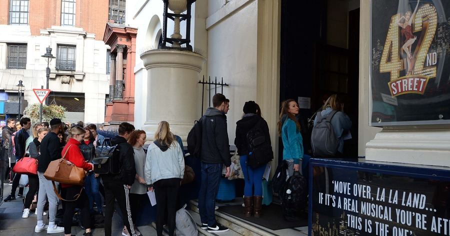 West end hopefuls line the london streets for first 42nd for Cocktail 42nd street