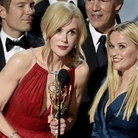 Witherspoon and Kidman teary-eyed as they hug after Emmys