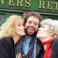 Cast of Coronation Street pay emotional tribute to Liz Dawn