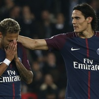 Were there signs of friendship between Neymar and Cavani as PSG beat Bayern Munich?