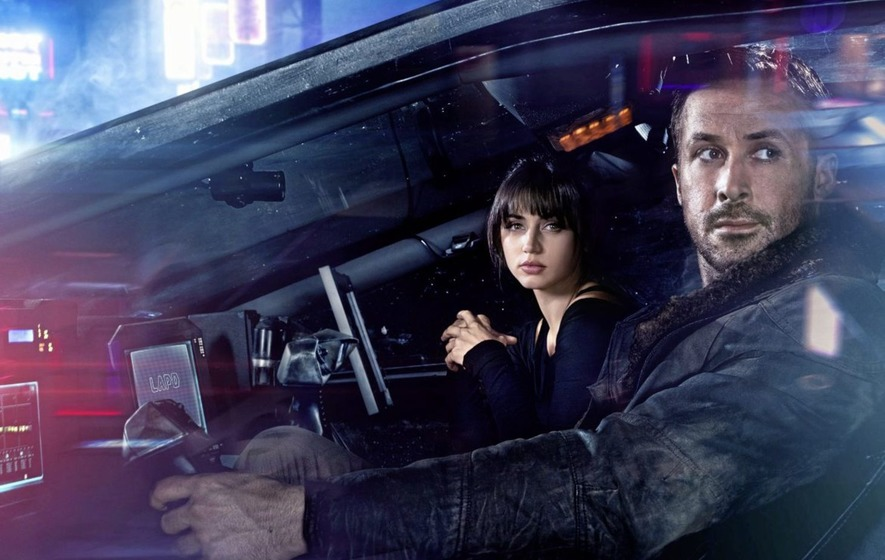 Ana De Armas and Ryan Gosling in Blade Runner 2019