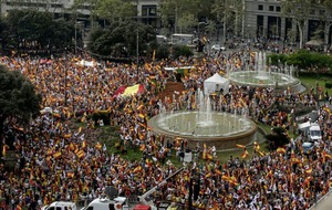 Catalans loyal to Spain mark national day