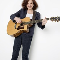 Singing star Barbara Dickson goes back to her folksy roots for new Irish tour