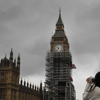This company is offering to Photoshop the scaffolding out of Big Ben selfies