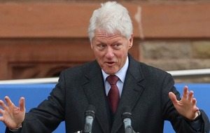 Ophelia forces Bill Clinton to postpone intervention in political stalemate