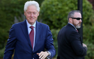 Bill Clinton and Theresa May to discuss Stormont impasse in Downing Street meeting