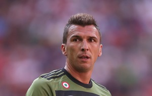 Watch: Mario Mandzukic receives two yellow cards in three seconds