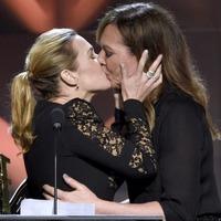 Kate Winslet 'breathless' after Allison Janney awards show kiss