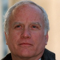 Richard Dreyfuss denies exposing himself to TV writer