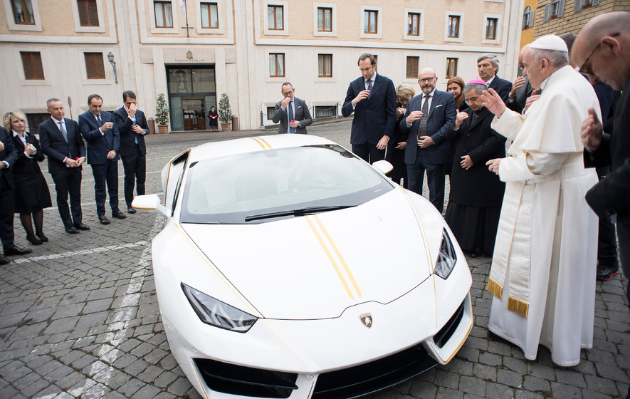 Pope gets €185000 Lamborghini as gift