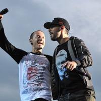 Linkin Park dedicate AMA prize to late Chester Bennington