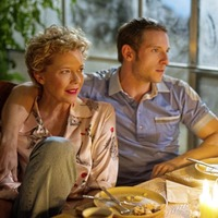 Jamie Bell and Annette Bening on Film Stars Don't Die In Liverpool