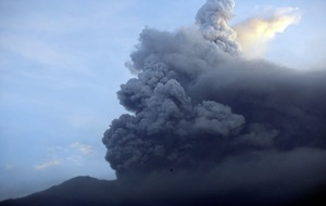Ash cloud from Bali volcanco disrupts international tourist flights