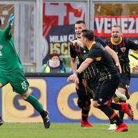 Goalkeeper scores dramatic last-minute equaliser to get Benevento its first Serie A point