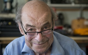 Great Egg Race presenter and scientist Heinz Wolff dies at 89