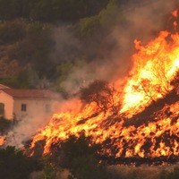 West Wing actor Rob Lowe shares shocking photos as California wildfire spreads