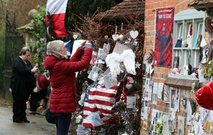 Fans pay tribute to George Michael at his house on anniversary of his death