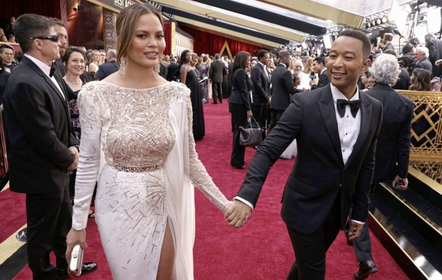 Chrissy Teigen defends herself from Pizzagate conspiracy theorists: 'This is really scary'