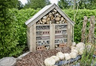 Bug hotels provide a nest for useful insects and plant pollinators.