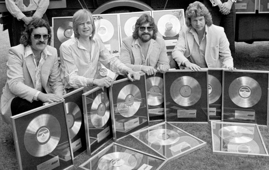 Moody Blues star Ray Thomas dies aged 76 - The Irish News