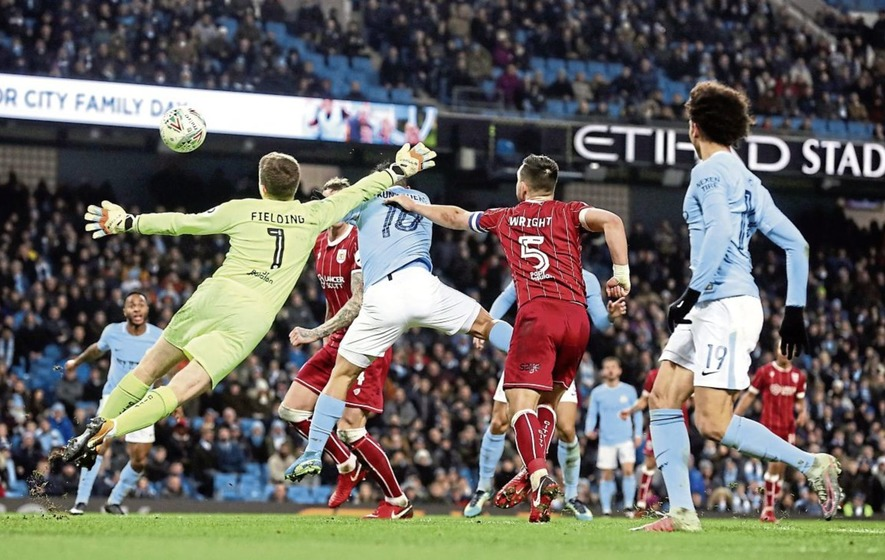Sergio Aguero scores City's winning goal in stoppage time