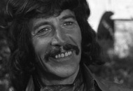 Fans pay tribute to Peter Wyngarde's flamboyant dress sense
