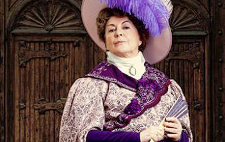 Gwen Taylor Lady Bracknell In The Belfast Grand Opera House Production Of Importance Being Ernest