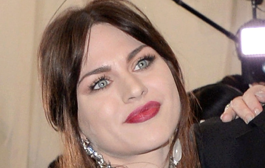 Kurt Cobains Daughter Shares Moving Message To Nirvana Frontman On