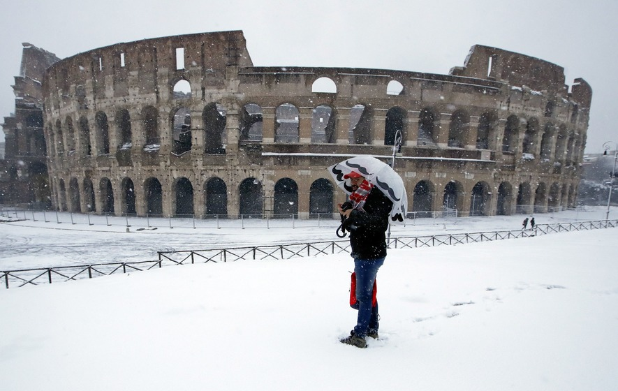Rare snowfall in the Vatican and on St. Peter's Basilica