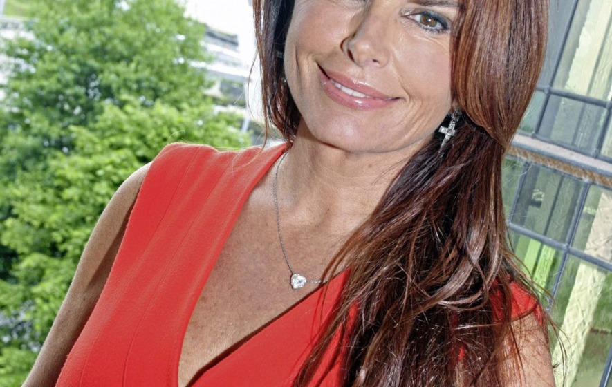 Actress Roma Downey Helps Derry Families In Fuel Poverty The Irish