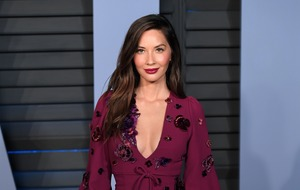 Olivia Munn denies report she is dating Justin Theroux