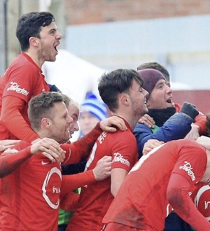 Loughgall won't be 'parking the bus' against Irish Cup opponents Cliftonville: boss Dean Smith