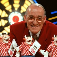 Bullseye host Jim Bowen dies at 80 after bout of ill health